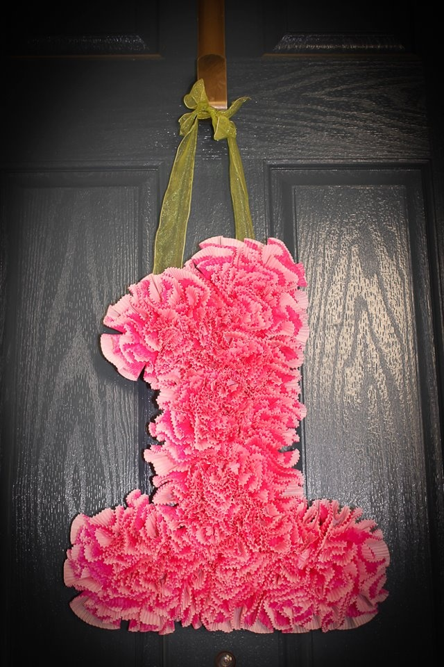 Number 1 for First Birthday made out of cupcake liners! - Try this with the first letter of a girl's name as a bedroom decoration??