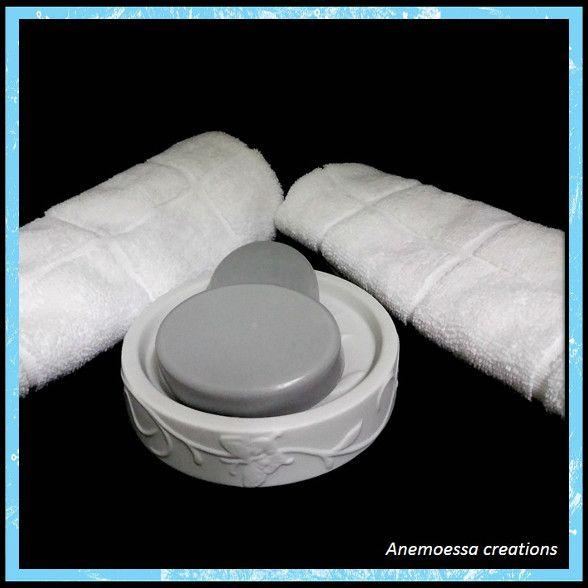 Πλούσιο σε υαλουρονικό οξύ περιποιείται, αναδομεί και αναζωογονεί σε βάθος την επιδερμίδα. Σε σύντομο χρονικό διάστημα σβήνονται σημάδια και λειαίνονται οι ρυτίδες. Το πρόσωπό μας αποκτά άμεσα μια πιο φωτεινή όψη, γίνεται λείο, απαλό και νεανικό.  Κατάλληλο για