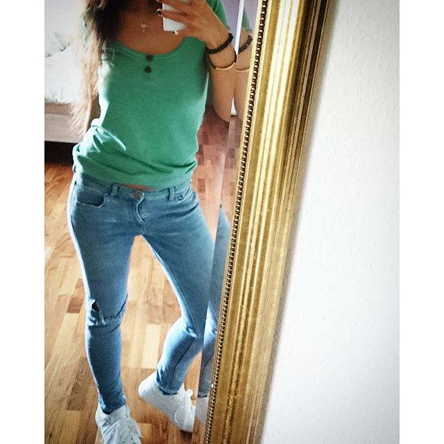 Mirror #ootd #outfit #fashion #style #Jeans#ripped #girl #fitgirl #cute #interior #inspiration #home #instafashion #kswiss #hipster #bedroom #selfie #me#green #streetwear #spring #longhair #brunette #brownhair #casual #sneakers #shirt #shoes #shopping #legs #Repin @mi_woll