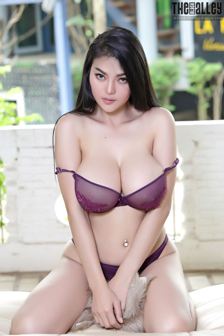 Pitta Busty Asian Beauty The Black Alley - Curvy Erotic -9376