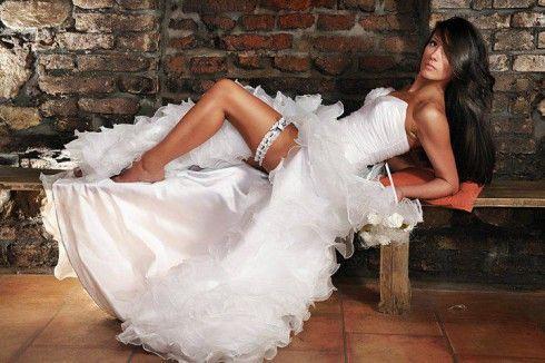 robe de mariée courte devant et longue derrière 17