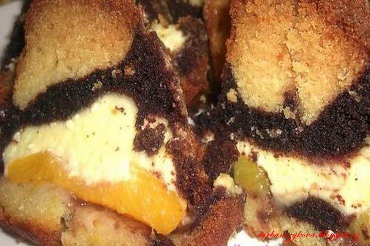 Vrstvená bábovka s tvarohem 300g polohrubé mouky 150g cukr krupice 1 vanilkový cukr 120g rozpuštěného másla 2 lžičky prášku do pečiva 300ml mléka tvaroh: 250g tvarohu 100ml smetany nebo mléka 1 sáček vanilkového pudngu 1 vanilkový cukr cukr dle chuti dále: merunky nebo merunkový kompot 1-2 lžíce kakaového prášku 2 lžíce mléka nebo smetany