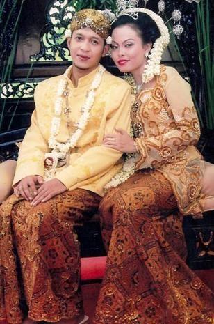 Pakaian Adat Indonesia - Simanja.Info