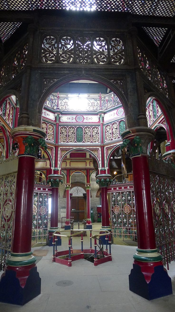 Victorian pumping station (sewage pumping station) in Abbey Wood, London has opened its doors for visitors. The four engines are placed in the corners of the building, the centre of which is occupied by an octagonal structure of iron columns with richly ornamented capitals, supporting iron arched screens and the open octagonal well on the main beam floor