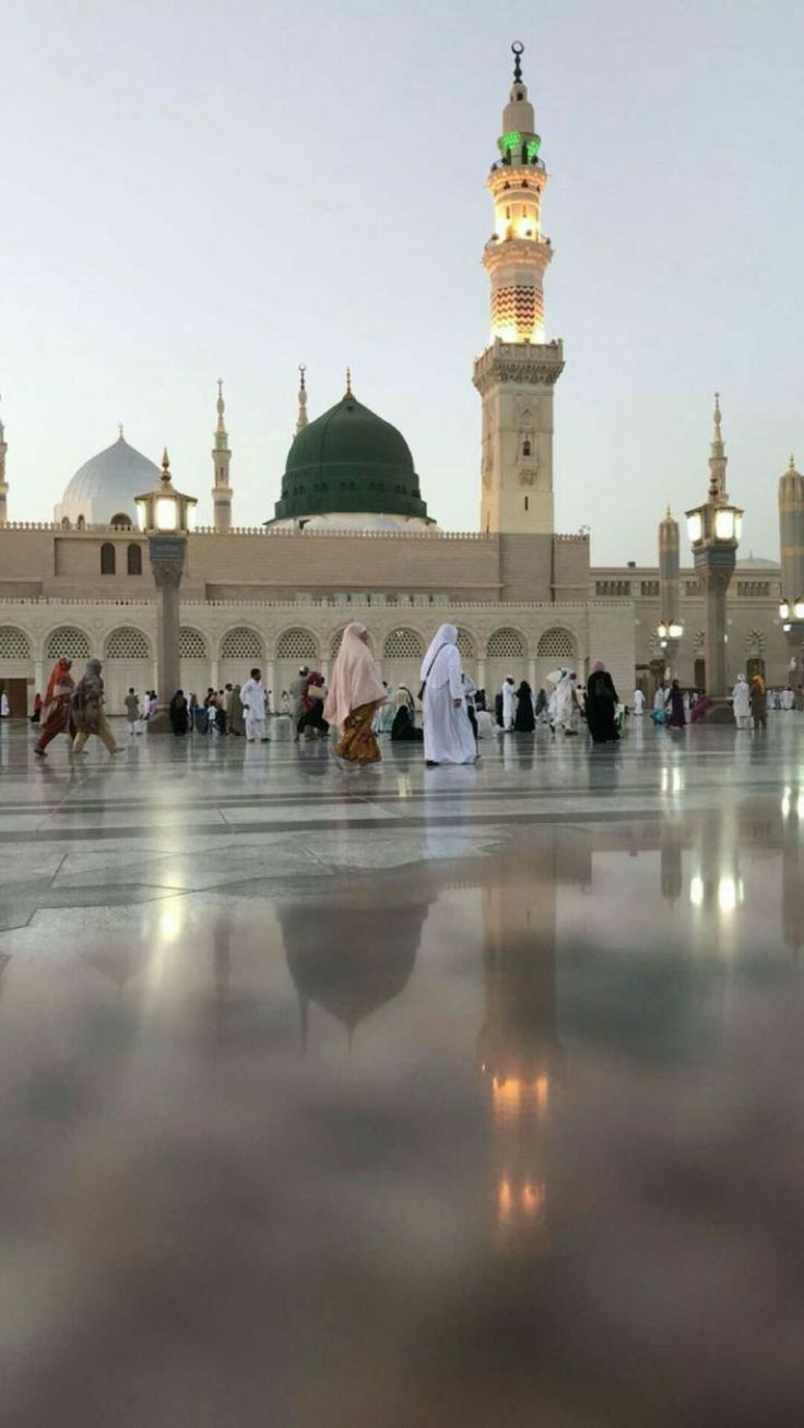 After Rain Madina Beautiful Mosques Medina Mosque Amazing Places On Earth