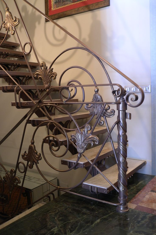 #Ковка, металлические #ограждения #перила #лестница в дом от #Metalmade: http://www.metal-made.ru/