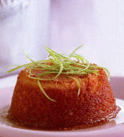 Κεκάκια καρύδας και μοσχολέμονου περιχυμένα με σιρόπι με ρούμι