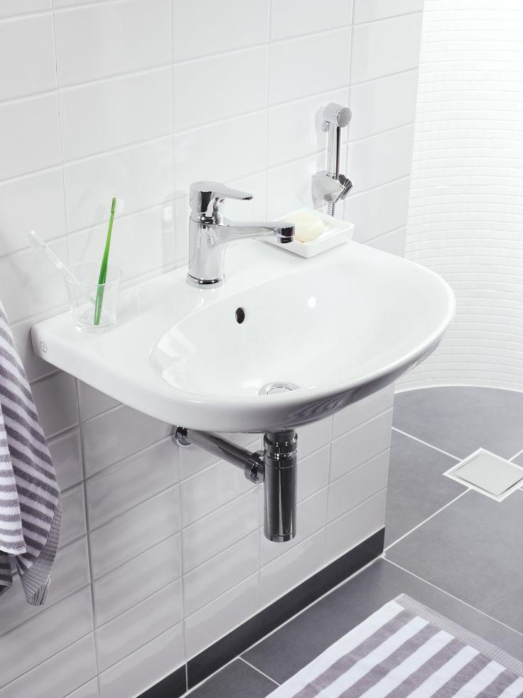 Tvättställ Nautic 5560 med generösa avställningsytor.
