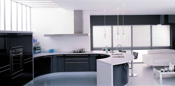 Schmidt keuken (rond), combinatie van type 'Lagune' en 'Giro' in de kleur 'Zwart HGL'. Dit type is verkrijgbaar bij Keukencentrum P. de Haan te Langweer.