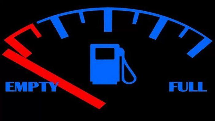 Conheça o risco e os problemas que seu carro na reserva oferecem a você  continue lendo em Porque você nunca deve dirigir com o combustível na reserva