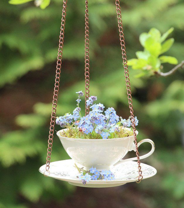 Schöne Dekoration für Garten oder Balkon: Sammeltasse als Blumentopf oder Futterkrippe für Vögel // unique flower pot for garden or balcony: ornamental cup used for flowers or bird food, home decor made by Der AtelierLaden by Annette Diepolder via DaWanda.com