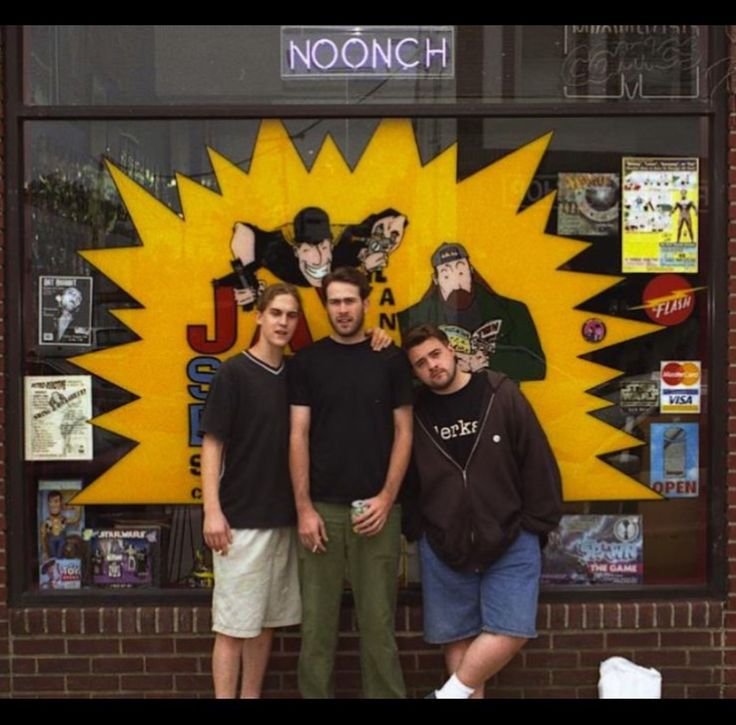 Kevin Smith with Jay Mewes and Jason Lee in front of his own comic bookshop, Jay and Silent Bob's Secret Stash. (1997)