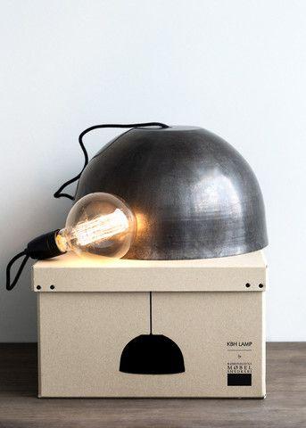 Lekker lampe fra KHB Møbelsnedkeri i gunmetal. Lampen er laget i Danmark og spunnet for hånd. KLIKK HER for å se hvordan lampen lages.