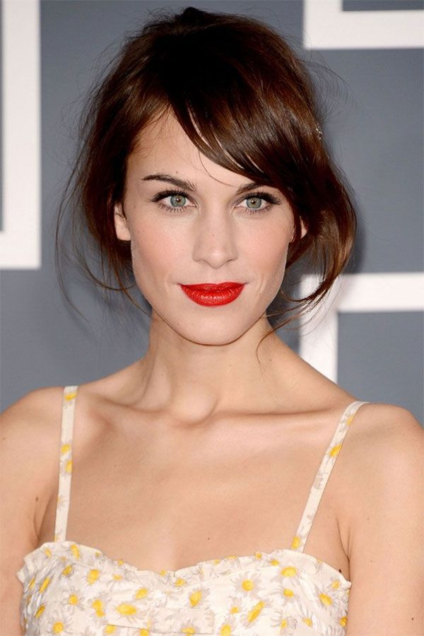 how to wear red lipstick with dark hair
