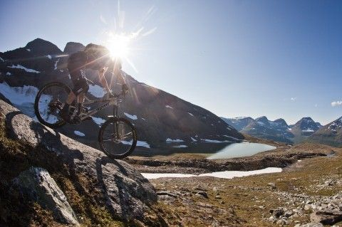 Jussi Rajala sliding with rocks at #Tamokdalen - Pole Bicycles