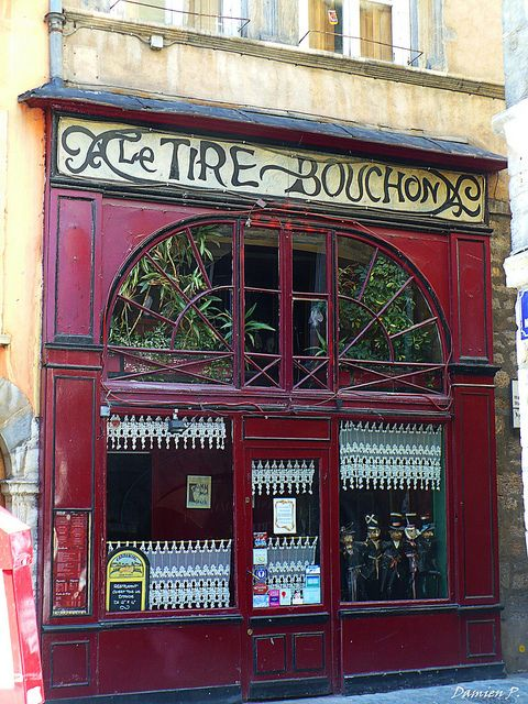 Le Tire Bouchon: Believe it or not, this was the first new word I learned while studying in France this summer.  Le tire bouchon means corkscrew; what one uses to remove the matter standing between you and  wine.  A friend later told me that this is indeed the most important word in the French language.  Bien-sûr-