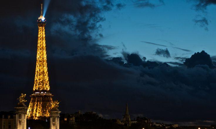 La tour Eiffel par mauvais temps.