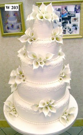 Wedding cake with calla lily sugar flowers