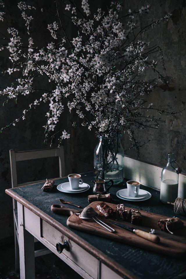 tavolo laminato verde scuro pastello con cornice legno