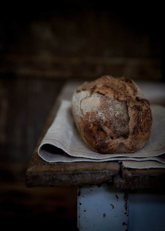 An explanation of why people can digest Sourdough bread, but not ordinary commercial bread. So many people who suffer from IBS or gluten intolerance or what allergies can digest sourdough bread, Vanessa Kimbell, sourdough baker explain why sourdough is early digestible.