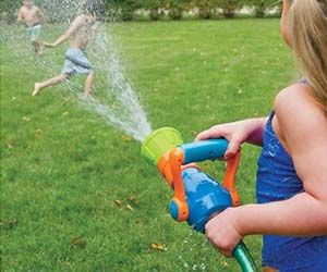 No pool? No problem! With the firefighter water blaster toy your kids will be able to enjoy summer the way it was meant to be enjoyed. The firefighter toy...