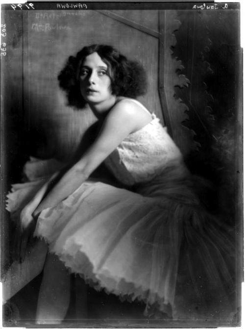 ana pavlova, 1913  photo: madame d'ora