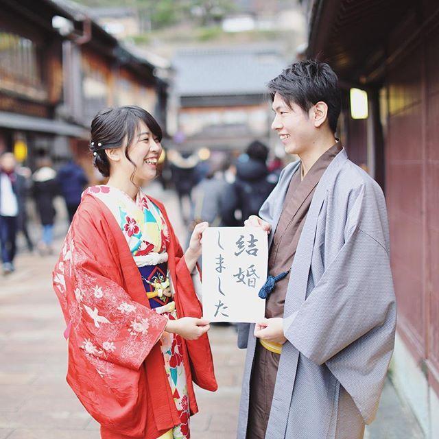 *⋆ฺ。 #和装前撮り のカメラマンデータがきました♡ やっぱりプロは違いますね…!感動 . すべてのデータを頂いたので、 こつこつアップしていきます!✨ . 持っている「#結婚しました 」の紙は 出発直前に5分くらいでパワポで作って印刷したもの。 超手抜きな#花嫁diy  でも持って行って本当に良かった♥️ .  #前撮り #japan #kimono #hakama #プレ花嫁DIY #和装 #和装前撮りアイテム #前撮りアイテム #2017春婚 #結婚準備 #プレ花嫁 #marry花嫁 #ちーむ0422 #結婚式準備 #日本中のプレ花嫁さんと繋がりたい #marryxoxo #北陸花嫁 #富山花嫁