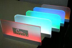 Разноцветные стеклянные полки