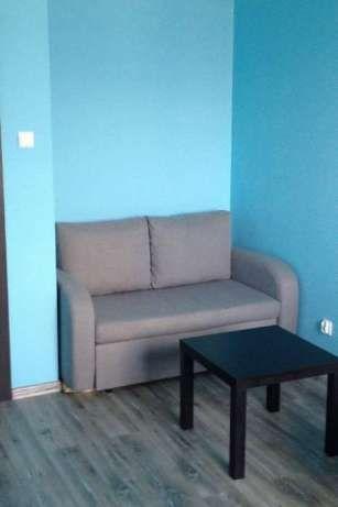 550 zł: Sprzedam rozkładana sofę  Cubo (która posiada pojemnik na pościel). Sofa w kolorze szarym w stanie bdb,używana zaledwie 6 miesiecy. Kupiona w Black Red White. Zapłaciliśmy za nią 1499. Tak naprawdę ok...