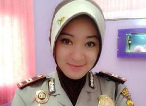 Polwan-Jilbab-Kepolisian Republik Indonesia akhirnya memastikan diri akan melegalkan penggunaan jilbab bagi anggotanya di seluruh Indonesia.