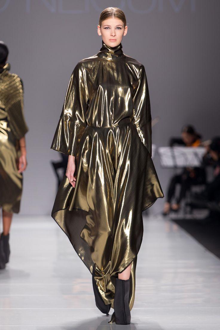 Sid Neigum Fall 2014: The designer takes fabric manipulation to new heights | FASHION magazine