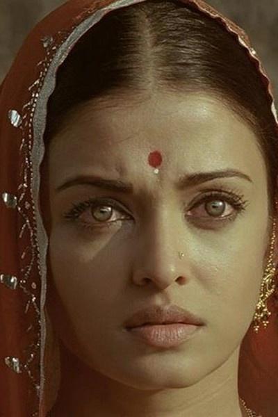 """Expressive Aishwarya as a normal rural housewife in the movie """"Guru"""""""