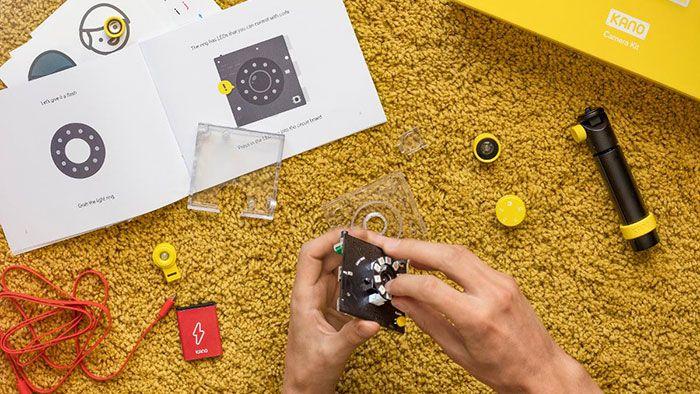 Kano är byggsats-datorn som ska lära barn att programmera. Nu utökas konceptet med en kamera, högtalare och skärm som man monterar själv.