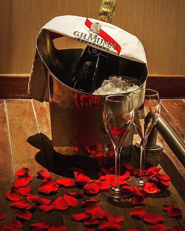 ❤️ Offrez vous un instant rien que tous les deux - Hôtel Spa Le Lion D'Or en Normandie - s'évader à deux le temps d'un weekend ❤️ #love #amour #couple #romantique #hotel #spa #champagne #normandie #normandy #deauville