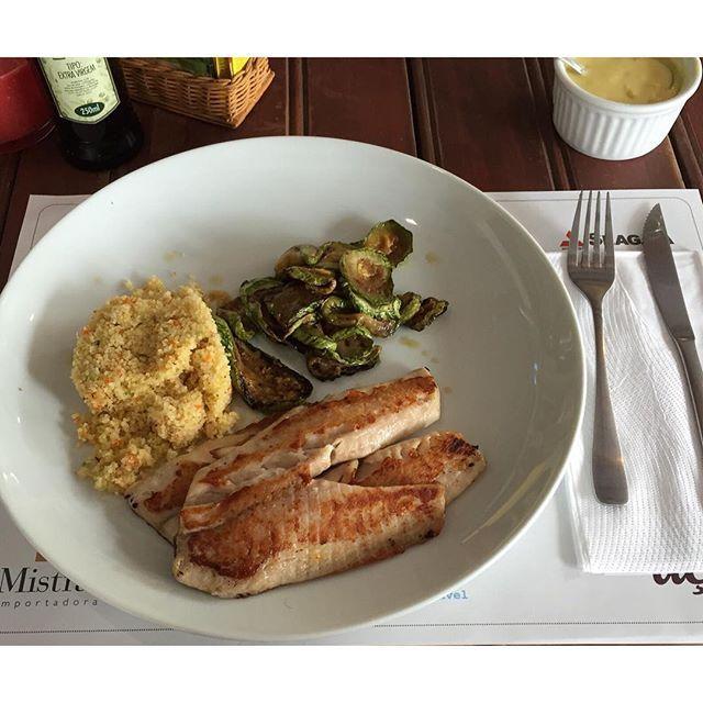 Peixe branco, cuscuz de quinoa e abobrinha ❤️ #emagrecersemdieta #health #stayhealth #goodfood #vegetarian #lifestyle #vegetariano #boacomida #viversaudavel