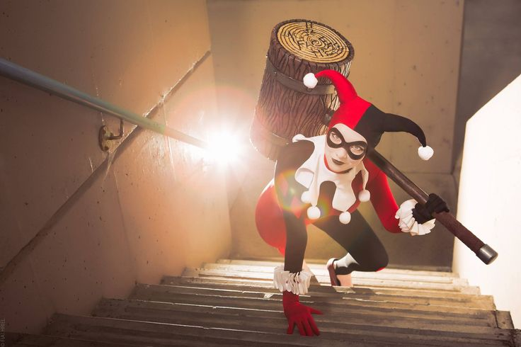 Character: Harley Quinn (Dr. Harleen Quinzel) / From: DC Comics 'Harley Quinn' & DCAU's 'Batman: The Animated Series' / Cosplayer: Twerkin Gherkin