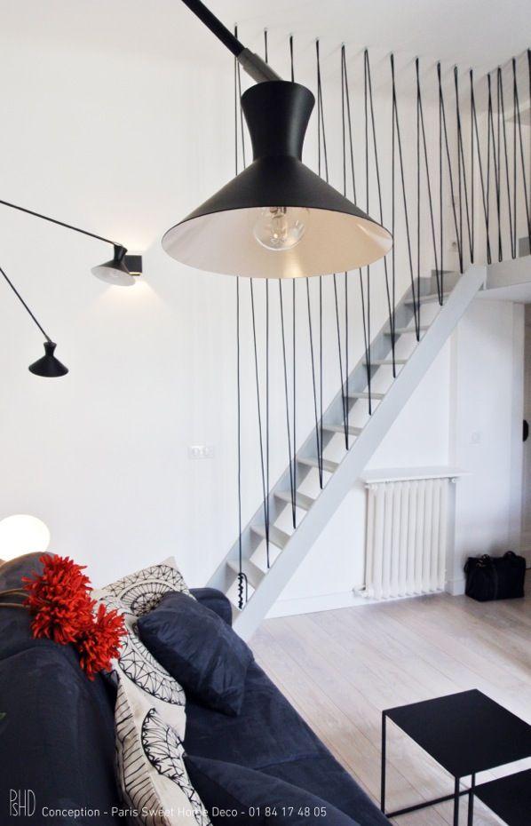 Studio Parisien sur les Champs Elysées, et son accès à la Mezzanine. Avec son garde corps en corde... Paris Sweet Home Deco                                                                                                                                                                                 Plus