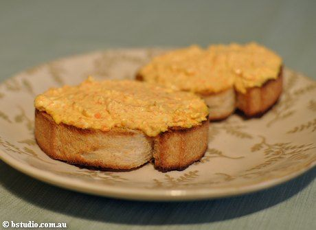 Sárgarépakrém: hozzávalók:     3 db sárgarépa, 2 gerezd fokhagyma (kicsit megpárolni), hozzá 2 ek tejföl, 10 dkg füstölt sajt, só, fehérbors ízlés szerint