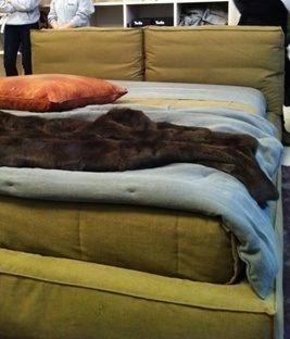 Bastano esattamente 5 minuti per cambiare il rivestimento e vestire un letto Twils  in modo completamente diverso. Letti matrimoniali