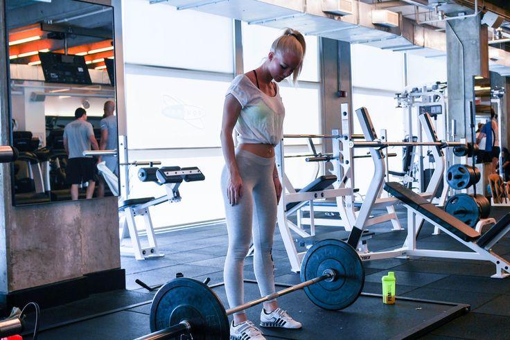Fitness Model Workout:8~12レップが限界な重さ(高重量)で、インターバル1分以内の3~5セット