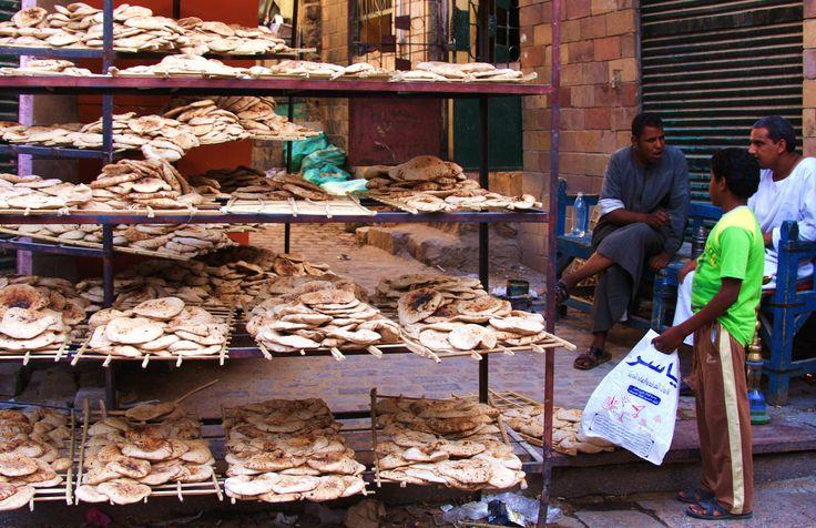 O Ramadão consiste no jejum durante o nono mês do calendário islâmico e representa a obrigatoriedade de privação de comida, bebida, tabaco e sexo.