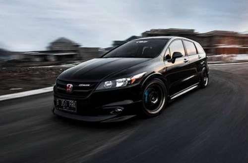 Тюнинг Honda Stream RSZ. Модель Honda Stream RSZ является компактвэном, наделенным высокими динамическими характеристиками и спортивным дизайном, что привлекает немало автолюбителей. Даже в стоковой модификации авто в себе сочетает мощный силовой агрегат с высоким уровнем �