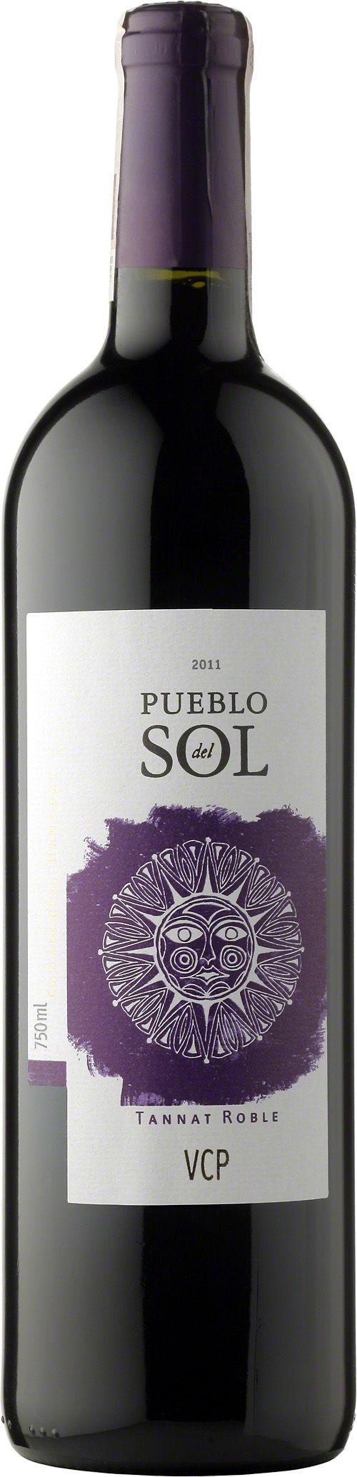 Pueblo del Sol Tannat Roble Wino o intensywnej, rubinowej barwie z wyraźną nutą dojrzałych, czerwonych owoców. Wino dobrze zbudowane, bogate w soczyste taniny. #PuebloDelSol #Tannat #Roble #Urugwaj #Canelones #Wino #Winezja