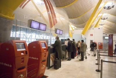 Iberia se alía con Vueling en el puente aéreo y añade billetes con reserva