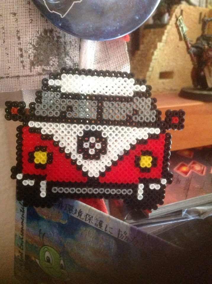 Car made with hama mini. Este coche está hecho con hama mini. Cuesta 2,50€