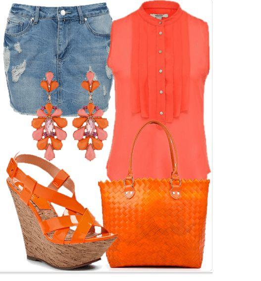 Джинсовая юбка, блузка без рукавов кораллового цвета, оранжевые сабо и сумка, розово-оранжевые серьги