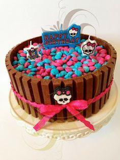 Caketutes Cake Designer: Bolo KitKat Monster High - Monster High Kit Kat Cake