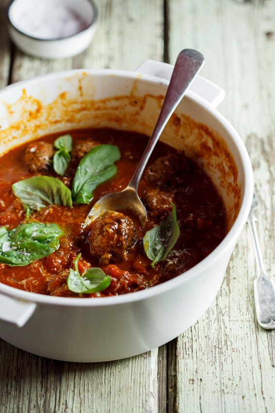 Succulent meatballs cooked in rich tomato sauce | simply-delicious-food.com #recipe #food #dinner