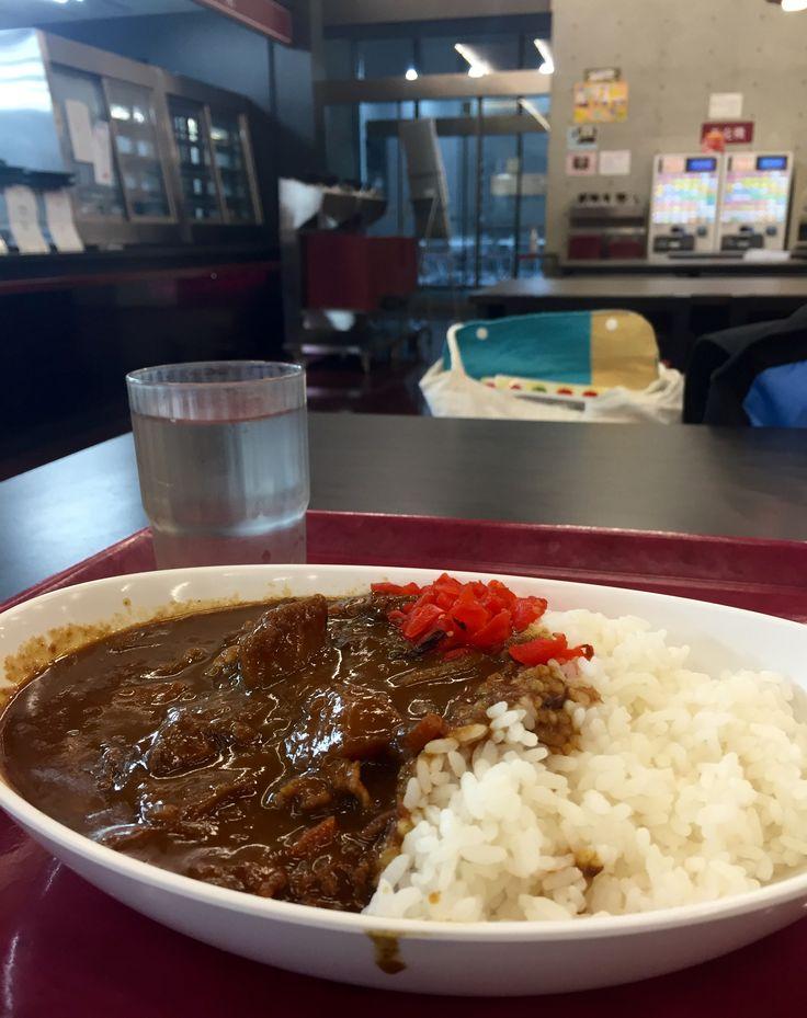 國學院大学3号館1Fのカレー。400円。生協が運営する同じ3号館の2Fより美味しい! Curry with rice @Kokugakuin Unitercity 3rd Building's 1st floor canteen. Much better than 2nd floor one.