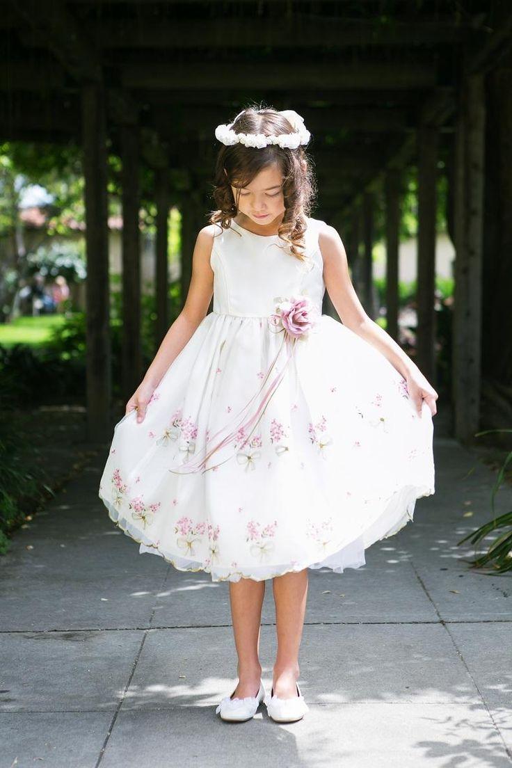 Rochita pentru ocazii speciale Kids Dream. Se poate achizitiona de pe magazinul de rochite www.rochitata.ro